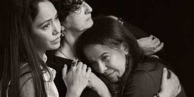 Las tres hermanas pone en jaque la estabilidad moral de una familia provincial que lucha entre la resignación del destino y lograr sus sueños más profundos.