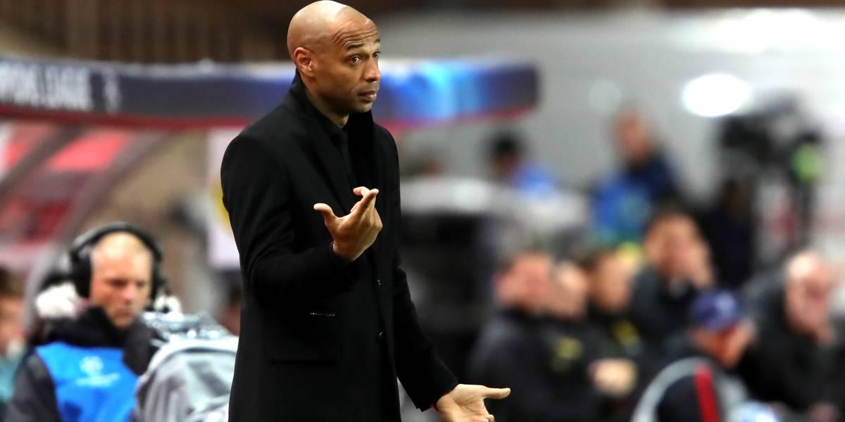 VIDEO: Thierry Henry da clase de modales en conferencia de prensa