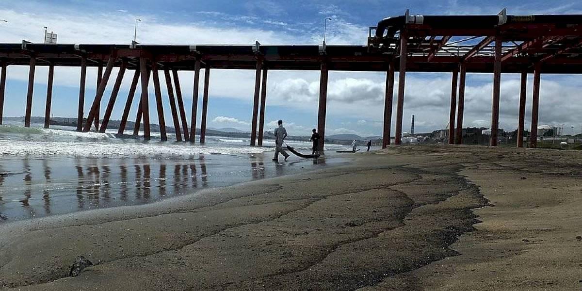 """Concejal de Quintero y caso de contaminación en playa de Loncura: """"Nos están condenando a muerte"""""""