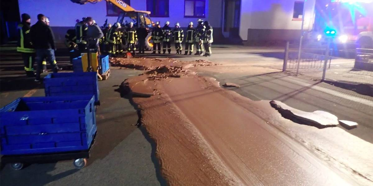 'Tsunami de chocolate' invade rua de pequena cidade alemã