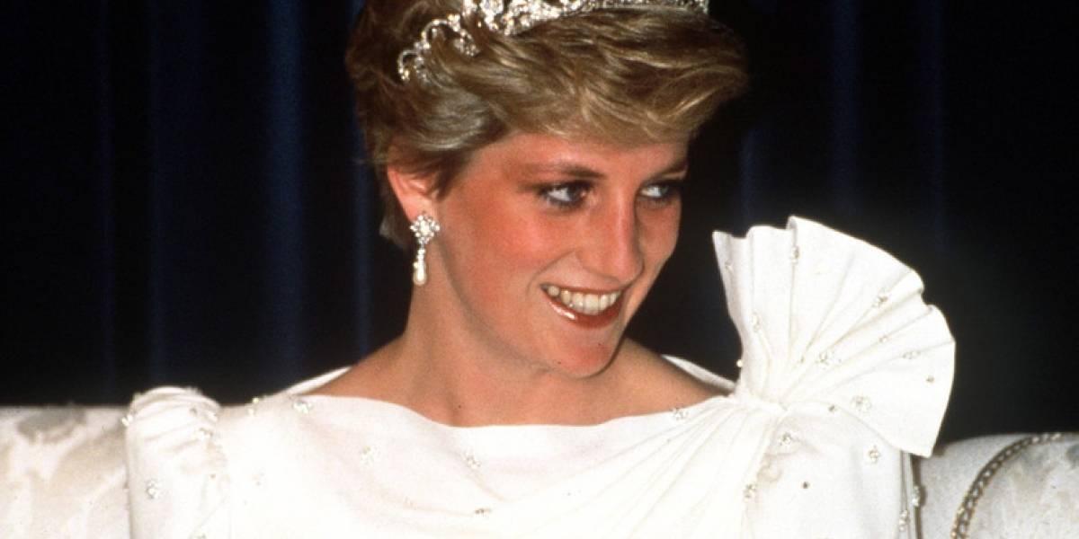 Encuentra vestido de la princesa Diana en tienda y lo vende por una fortuna