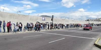 Afueras del estadio Rodrigo Paz Delgado