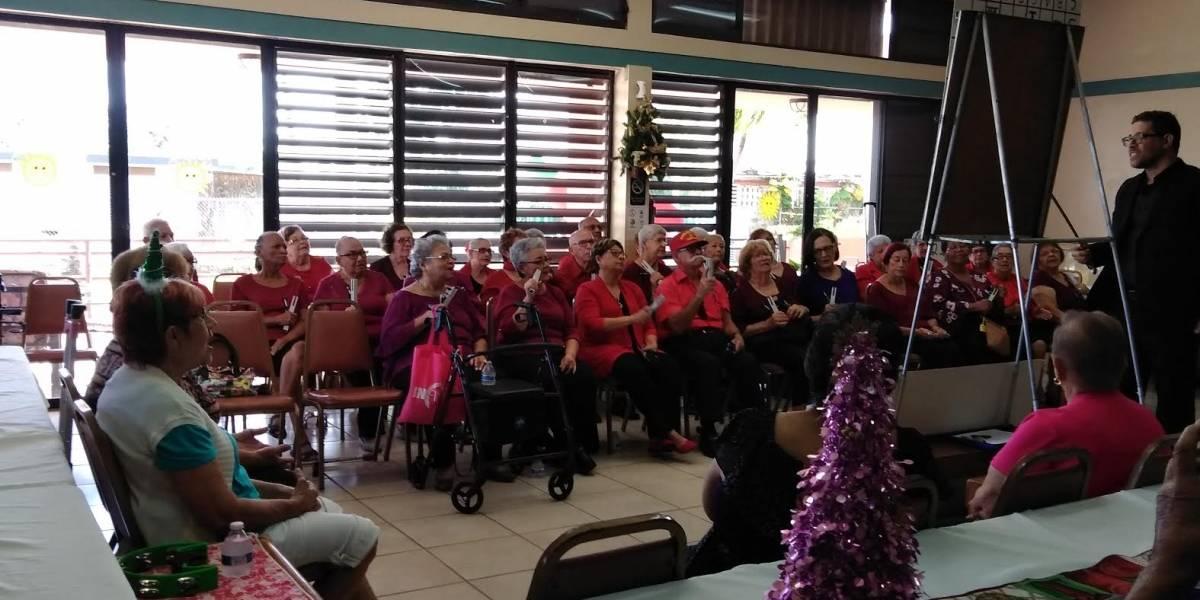 Llevan parranda y alegría a centro de envejecientes en Carolina