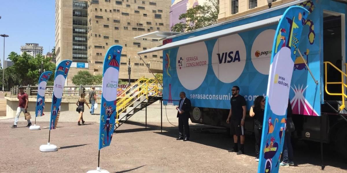 Caminhão do Serasa oferece renegociações de dívidas no Vale do Anhangabaú