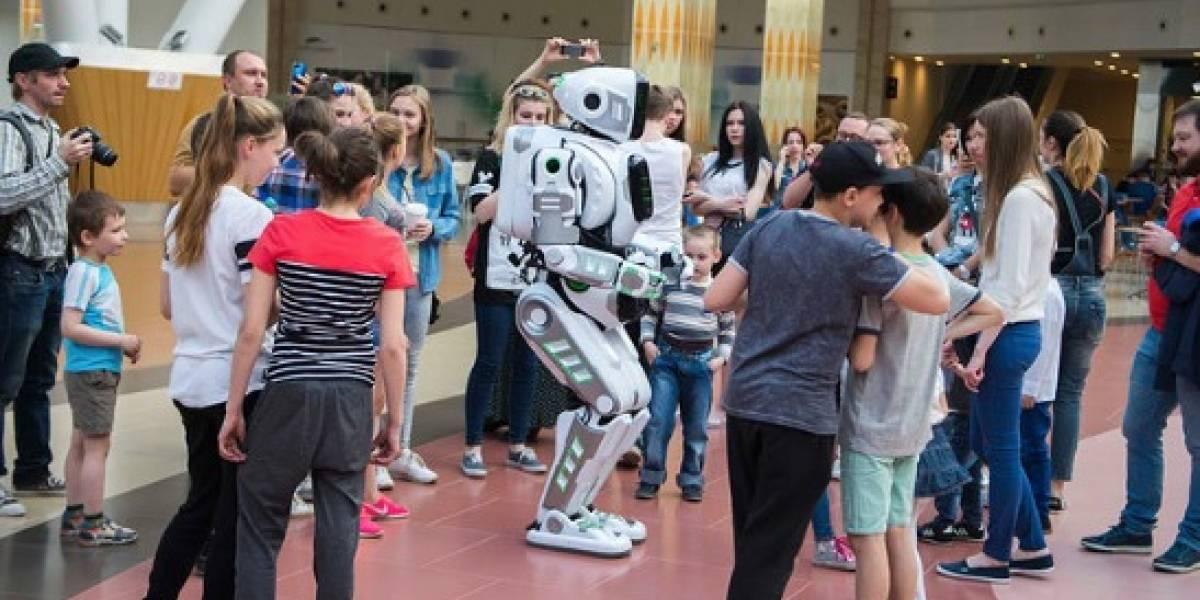 """El gran fraude: presentan a un robot ruso """"de alta tecnología"""" hasta que se descubrió qué  lo movía"""