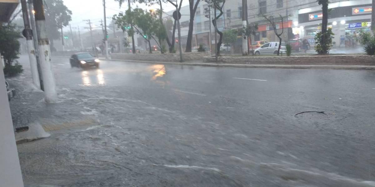 Forte chuva deixa bairro do Ipiranga em alerta para alagamento