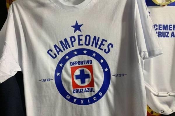 c6fc0422b37f7 Venden playera de  Cruz Azul campeones  en el estadio Azteca ...