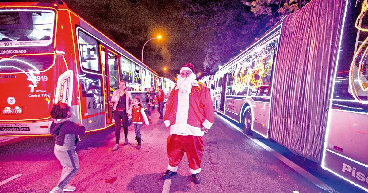 Centenas de ônibus municipais estão decorados pela cidade Foto: André Porto / Metro Jornal