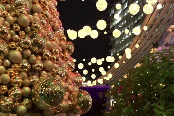 La plaza Foch se viste de luces por Navidad