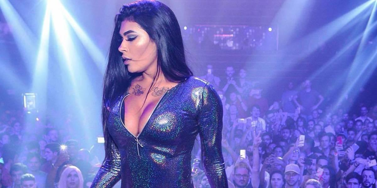 MC Pocahontas é criticada após fazer show de calça