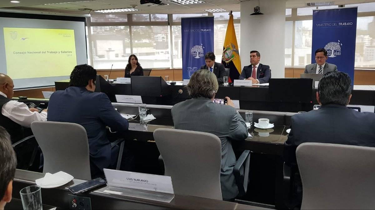 Sesión del Consejo Nacional del Trabajo y Salarios junto a representantes del sector trabajador y empleador, reunión liderada por el Ministro de Trabajo Twitter