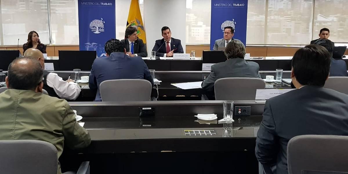 Trabajadores y empleadores presentaron propuestas para el incremento del salario básico unificado 2019