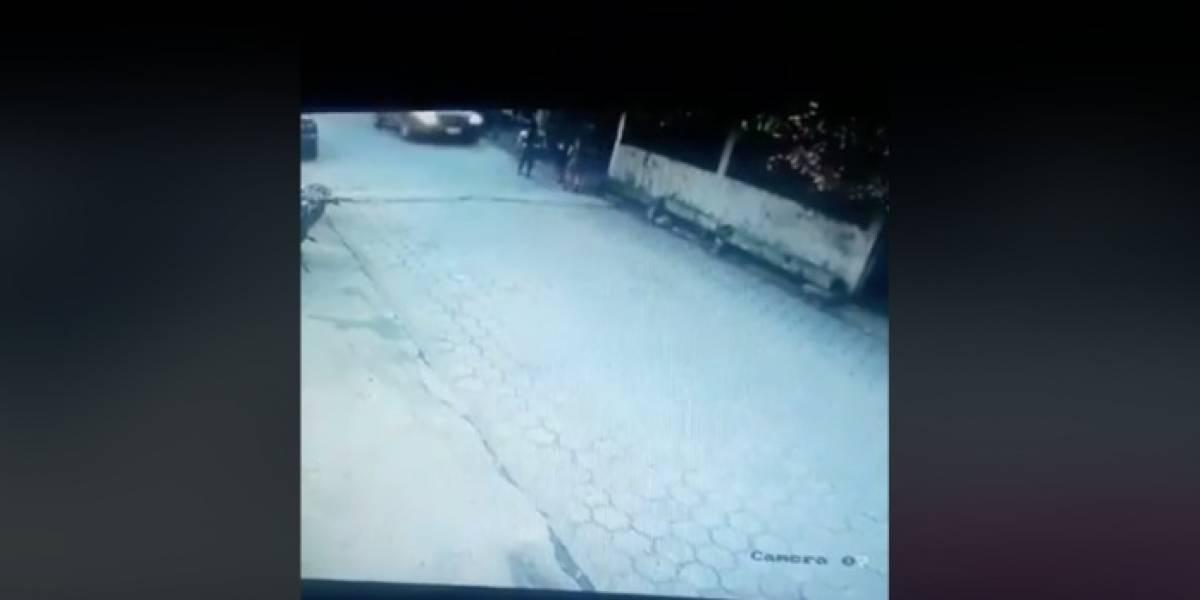 VIDEO. Conductora atropella a tres niñas en Izabal; una menor de cuatro años falleció