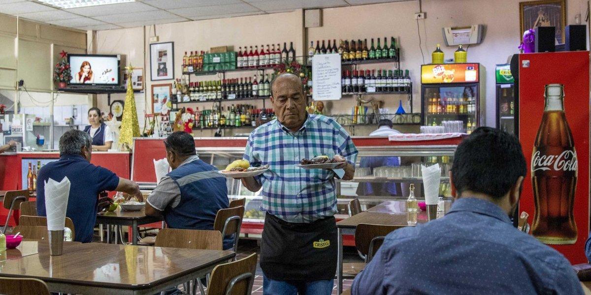 ¿A dónde van los últimos parroquianos?: Proyecto rescata las picadas que son patrimonio de Santiago