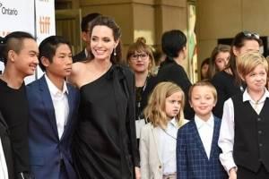 Angelina Jolie le confesó a uno de sus hijos un cruel secreto de Brad Pitt y los traumó para siempre