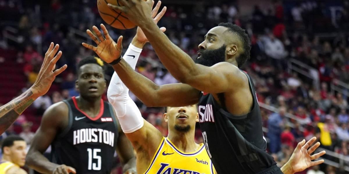 James Harden opaca a LeBron James con un triple doble y victoria sobre los Lakers