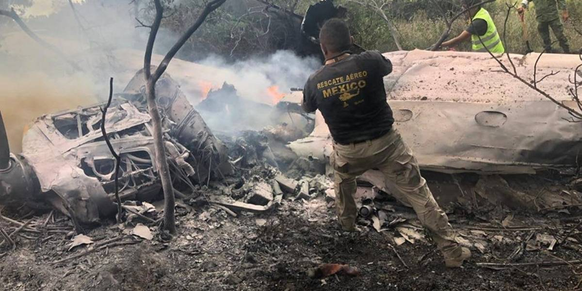 Avioneta tipo Cessna 210 cae en Atizapán; mueren dos personas