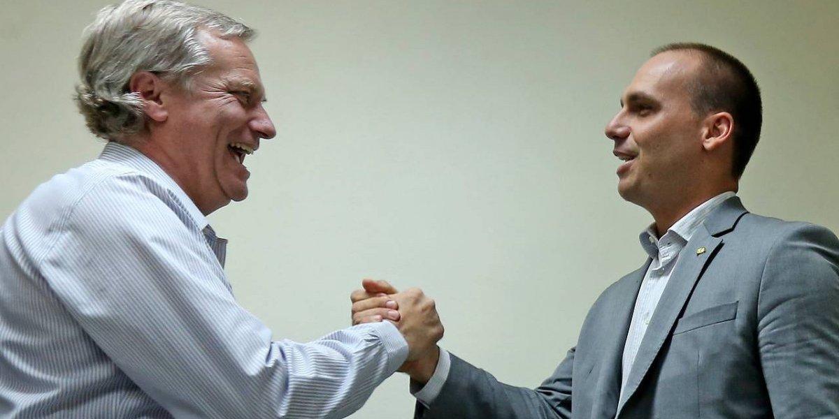Palabra de Bolsonaro Jr.: elogió las AFP chilenas y le hizo la cruz a la izquierda