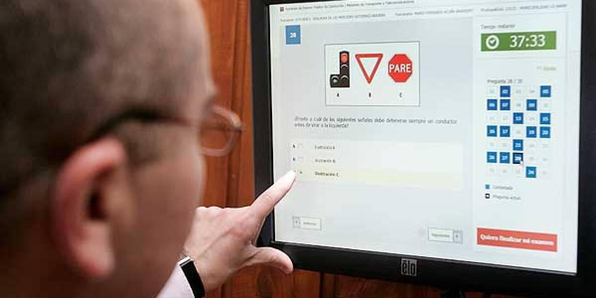 Insólito: Descubren un precario sistema para aprobar el examen de la licencia de conducir en Chile