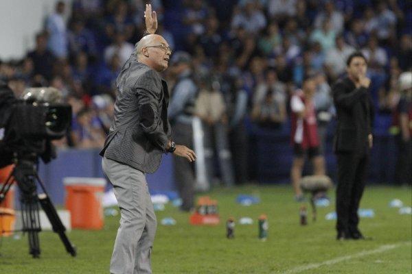 El ex DT de Wanderers suena en la precordillera / imagen: Getty Images