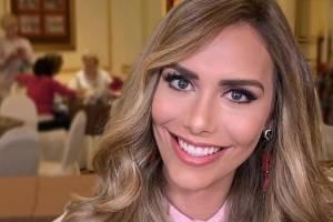 Ángela Ponce desfila en bikini y le llueven críticas