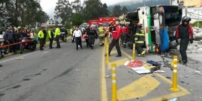 Fatal accidente de tránsito deja cuatro muertos y 25 heridos en el sector de Conocoto
