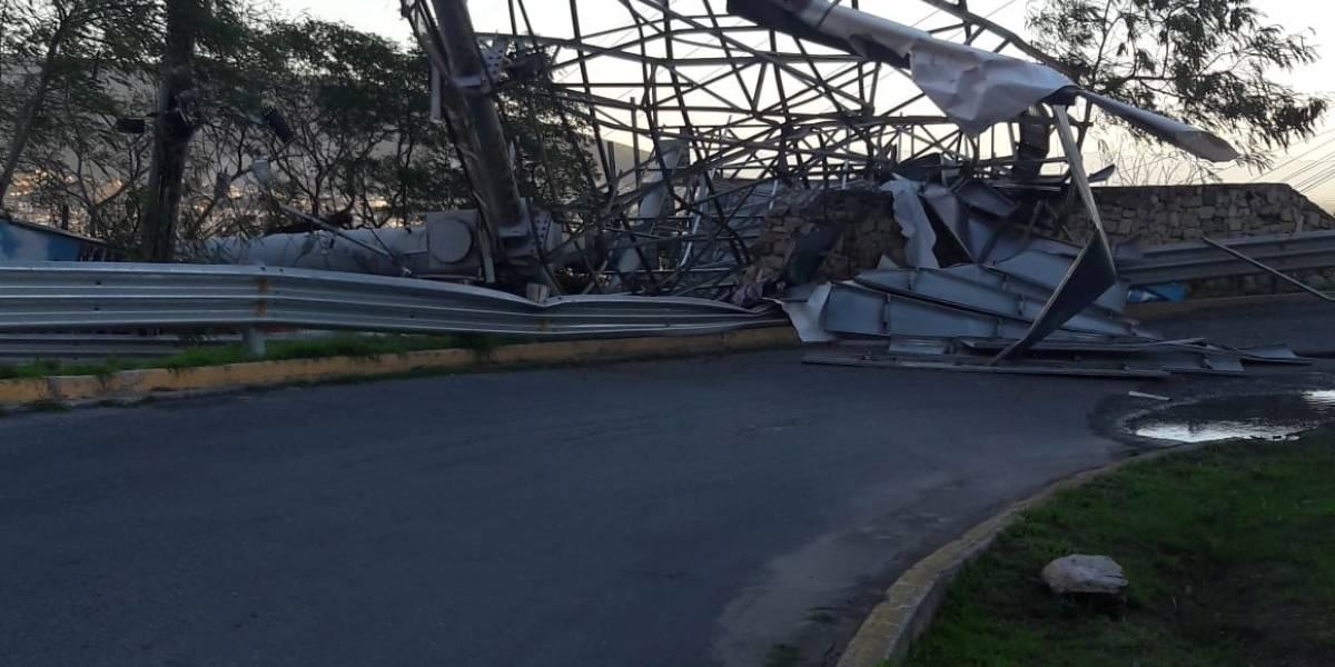 Vientos causan graves daños en Monterrey