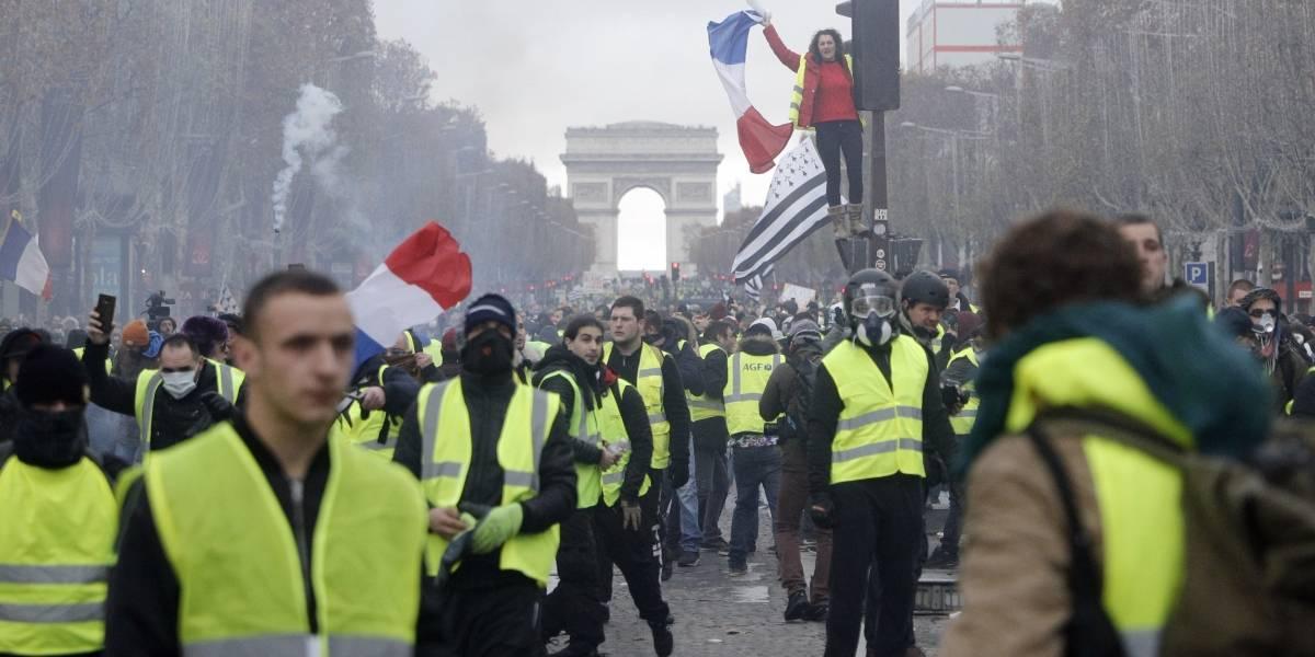 Macron no logra apaciguar a los chalecos amarillos: miles de personas protestan en Francia