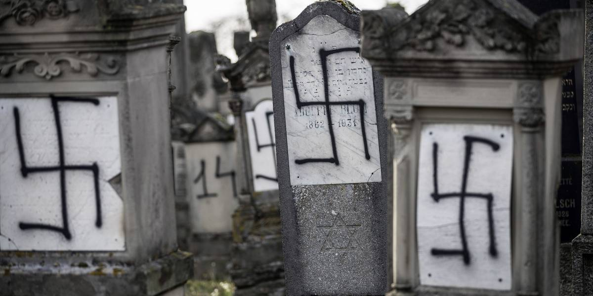 Vandalizan con esvásticas cementerio judío en Francia