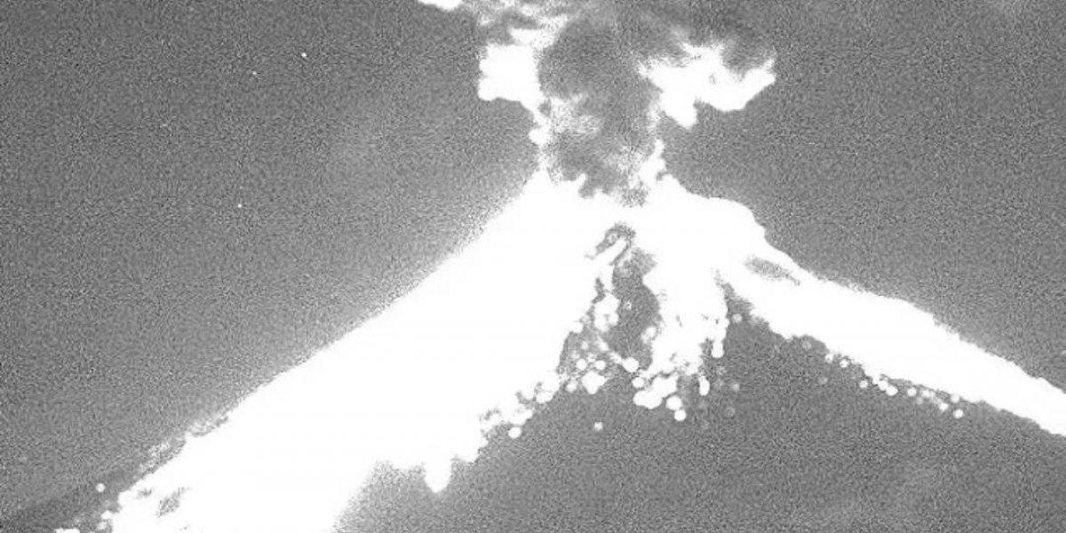 Popocatépetl registra explosión y genera fumarola de más de 2 km