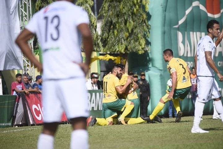 Guastatoya aseguró el título en los primeros minutos de juego. Fotos: Omar Solís