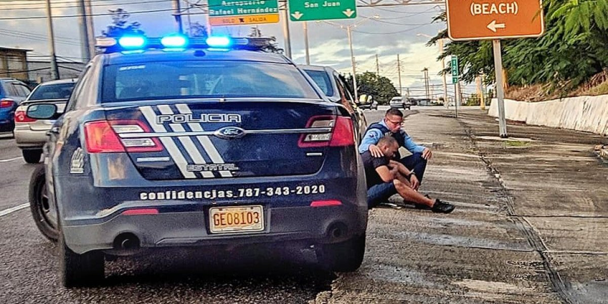 Gobernador premia gesto de policía con ciudadano que perdió hermano