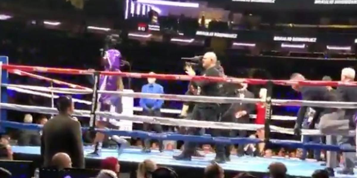 VIDEO: Boxeador entra al ring con la musica del 'Chavo' y termina noqueado