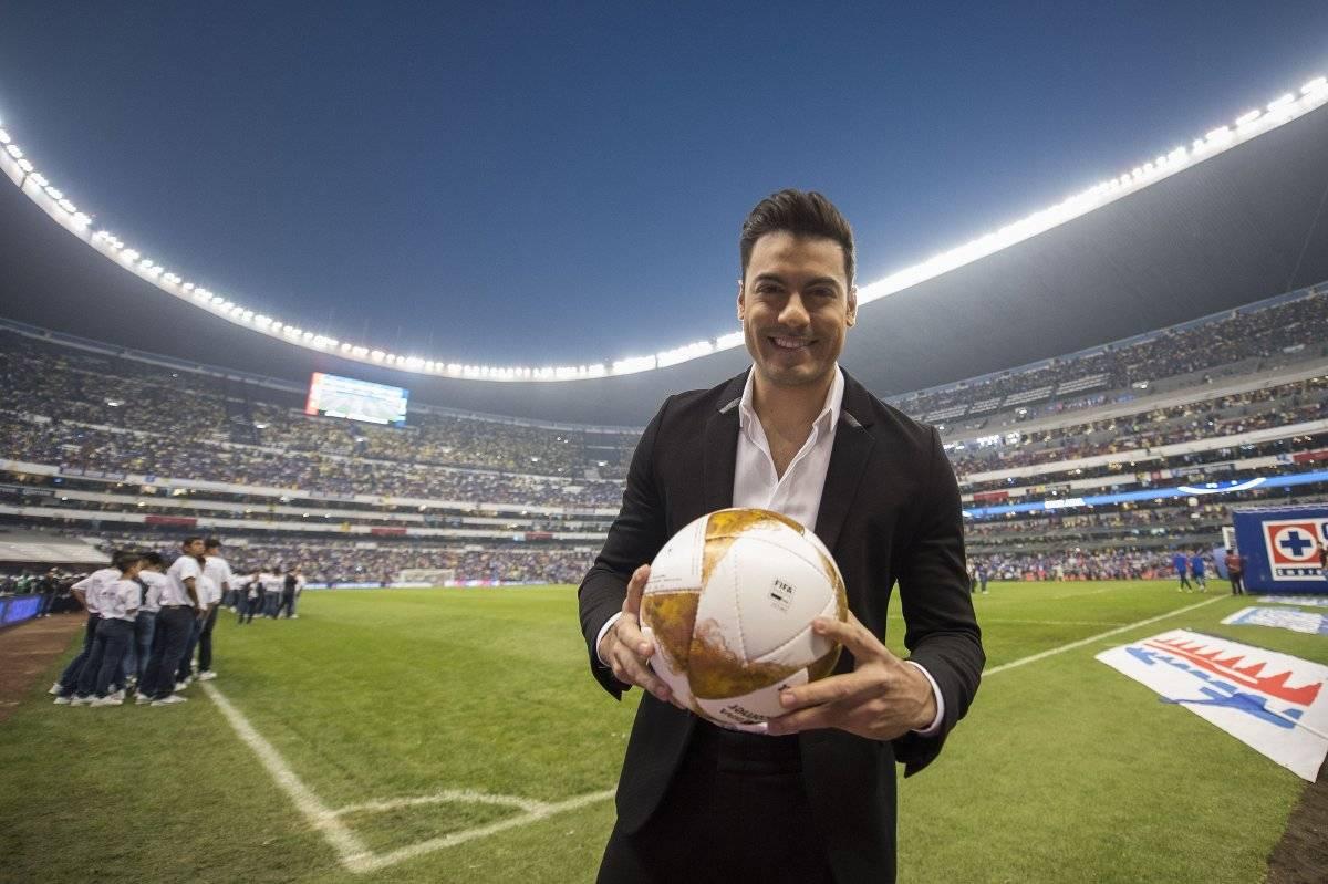El cantante fue tundido en redes tras su participación en la final de la Liga MX Mexsport