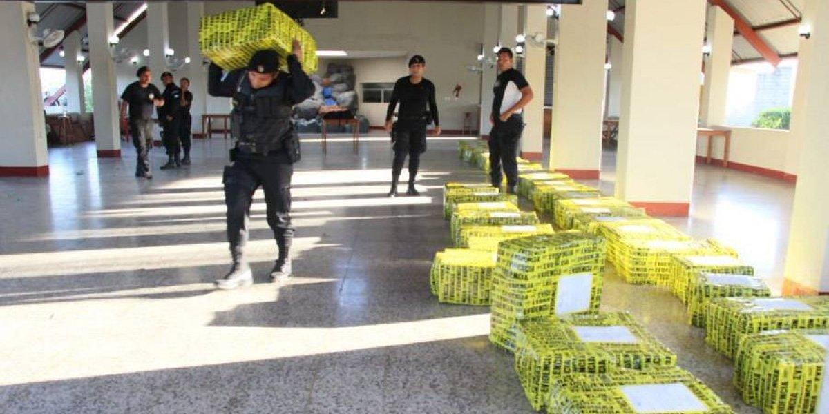 Decomisan 4.3 toneladas de cocaína abandonadas en el mar