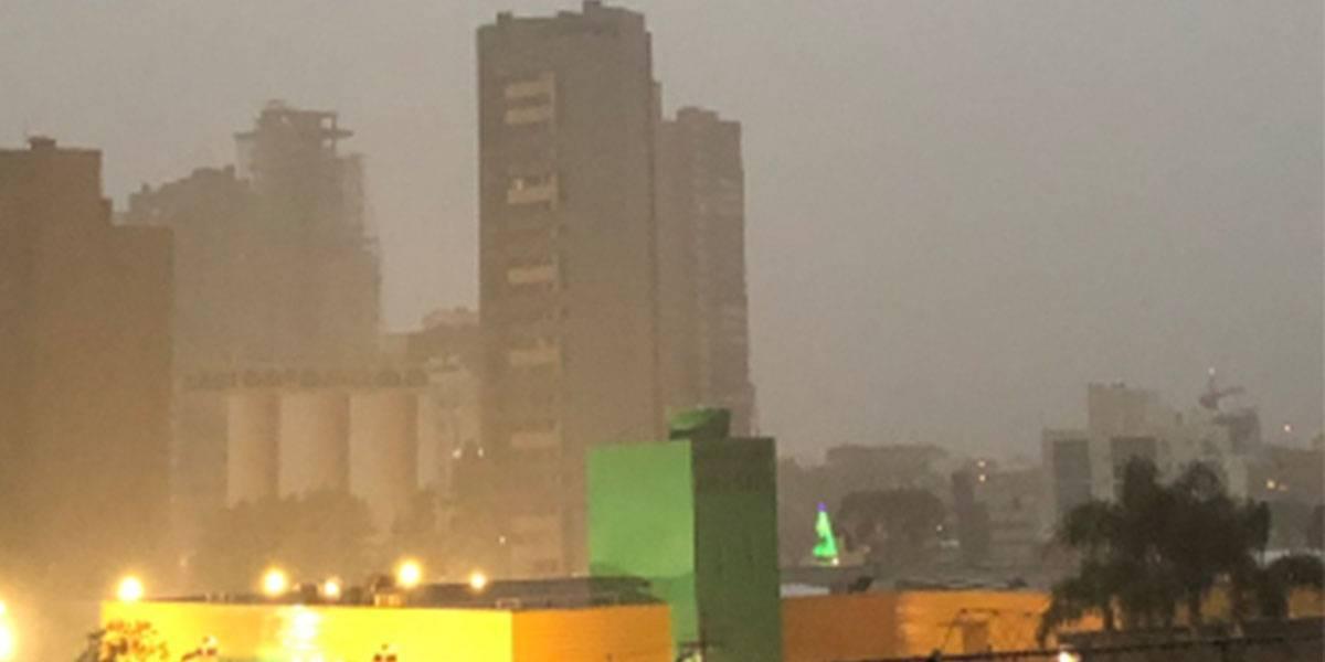 Temporal deixa 40 mil casas sem luz na Região Metropolitana de Curitiba