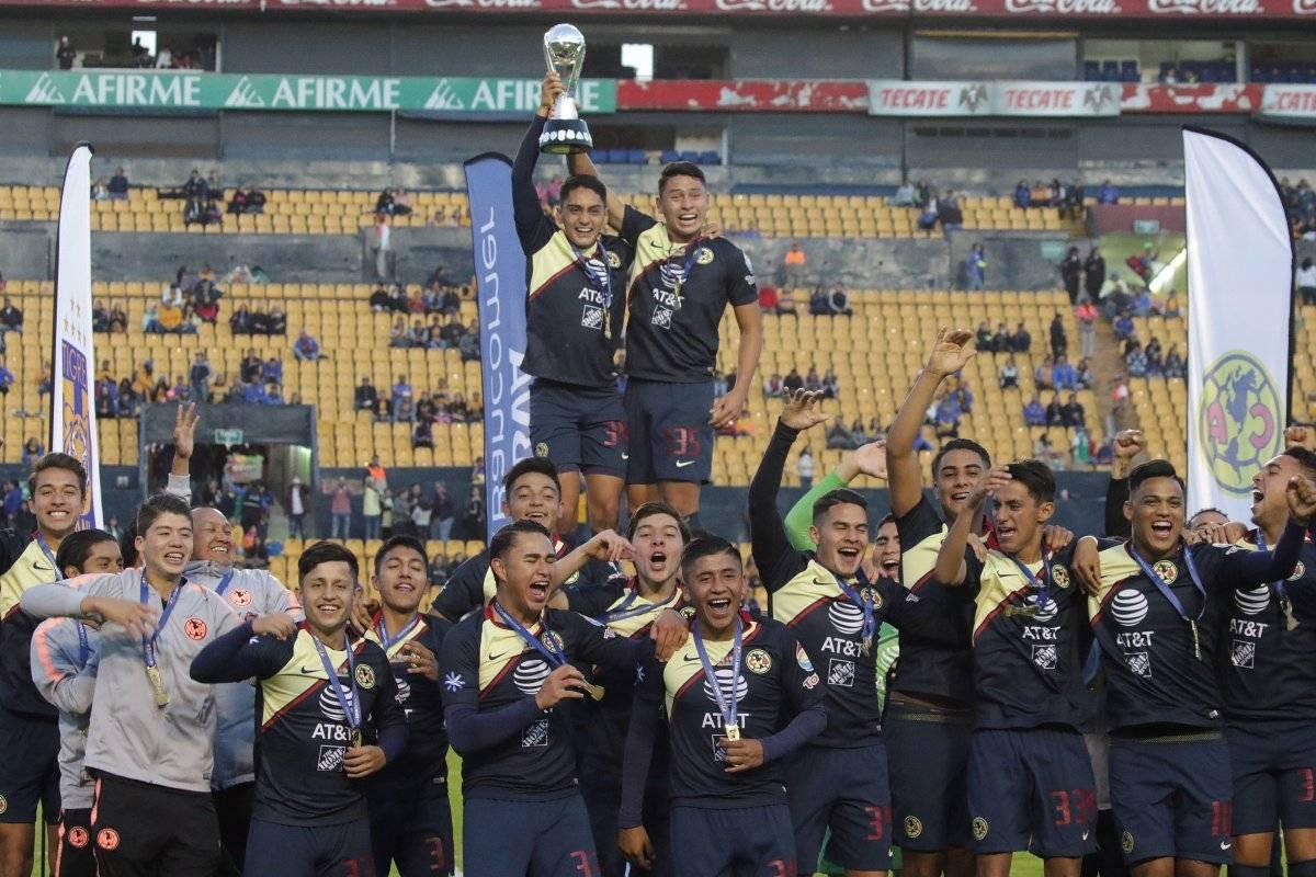 Festejo azulcrema: América se coronó en el Apertura 2018 en la categoría Sub 17, al ganar 3-0 global a Tigres.|ISRAEL SALAZAR