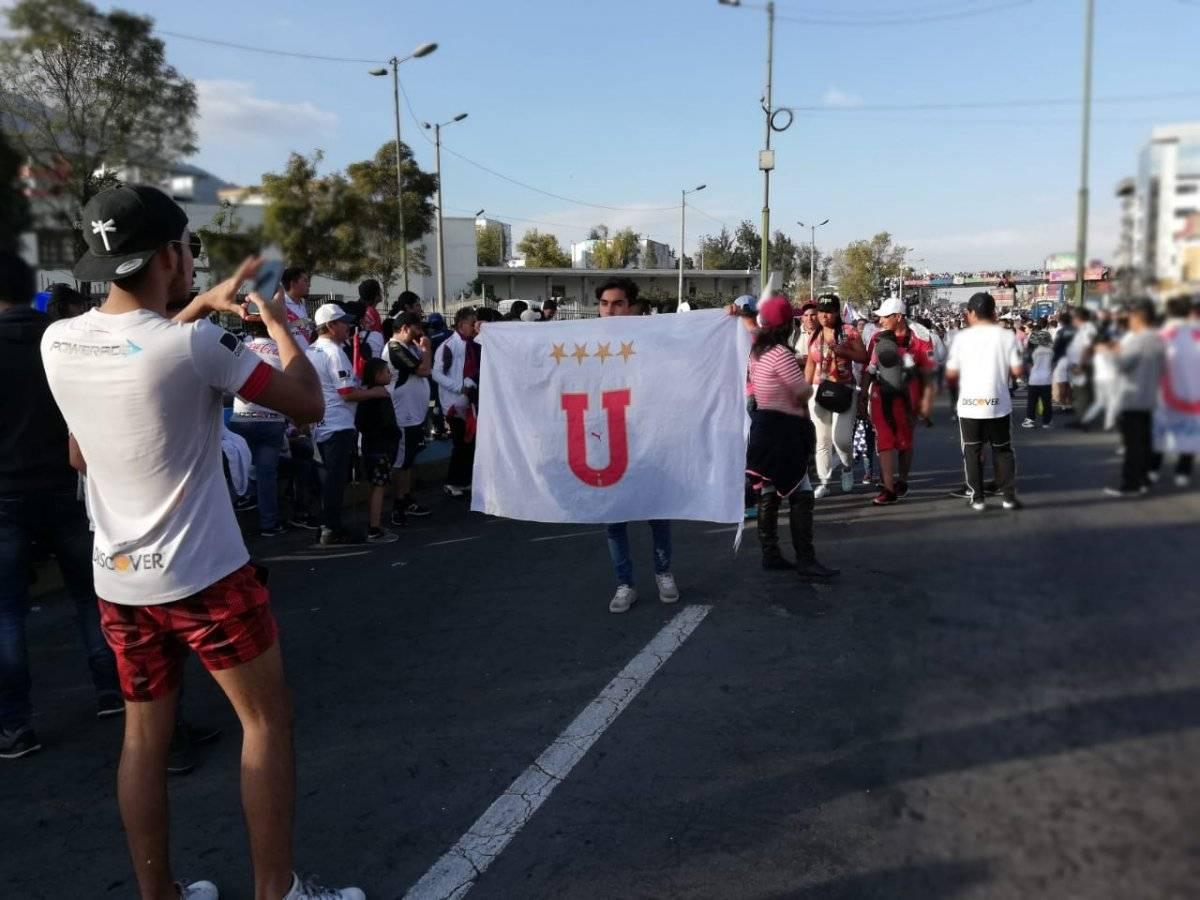 Celebración pileta hinchas de Liga Metro Ecuador