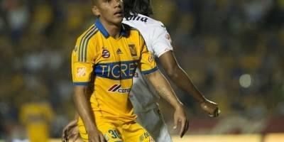 Carlos Salcido con Tigres