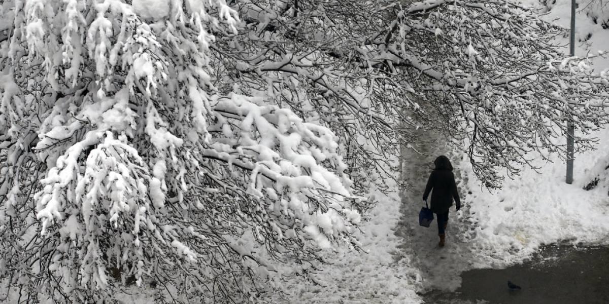 Mueren 2 hombres congelados en Serbia debido a frente frío