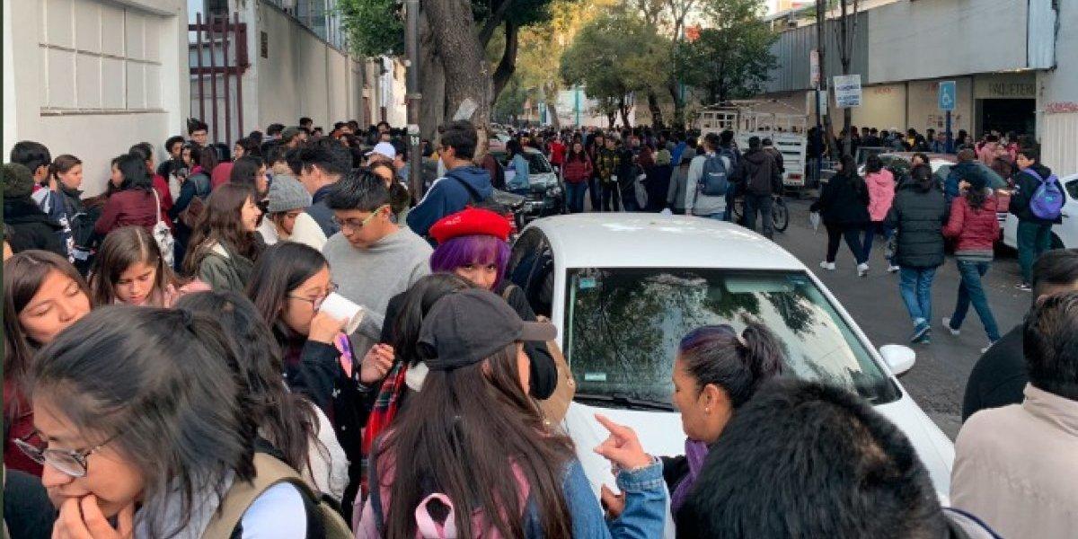 Miles de jóvenes se aglomeraron en Bucareli para exigir becas prometidas