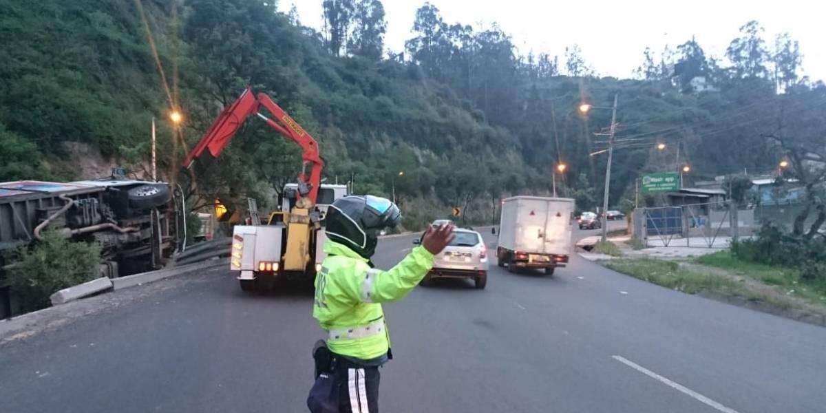 Quito: Accidente de tránsito en la avenida Simón Bolívar