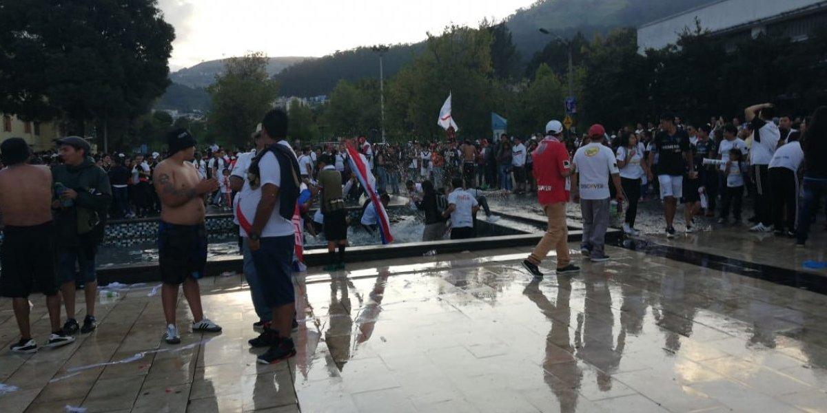 Liga de Quito: Así luce la pileta de la Universidad Central tras celebración de los hinchas