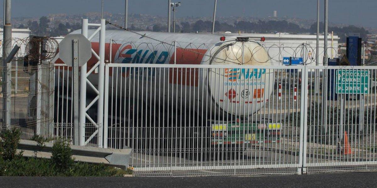 """Petróleo iraní: fiscal confirma que presencia en Quintero """"provocó los olores"""" durante emergencia química"""