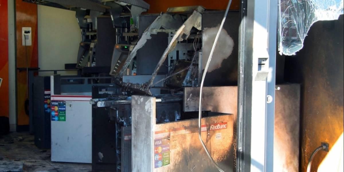 Nueva explosión en banco de Las Condes tras frustrado robo de cajero automático
