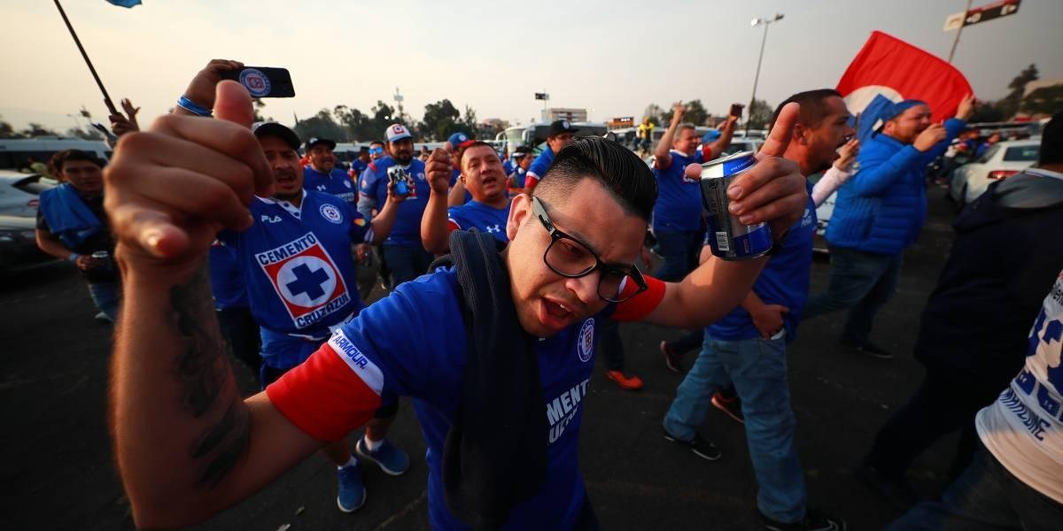 VIDEO: Aficionados de Cruz Azul pelean entre ellos tras subcampeonato