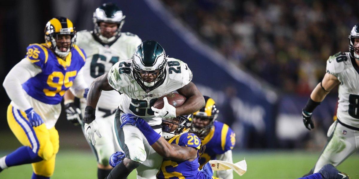 Philadelphia Eagles se imponen ante Los Angeles Rams en el juego de domingo por la noche