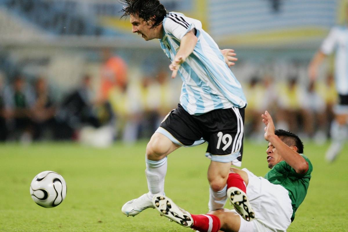 Carlos Salcido contra Messi Getty Images