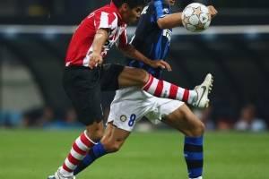 Carlos Salcido contra Zlatan Ibrahimovic