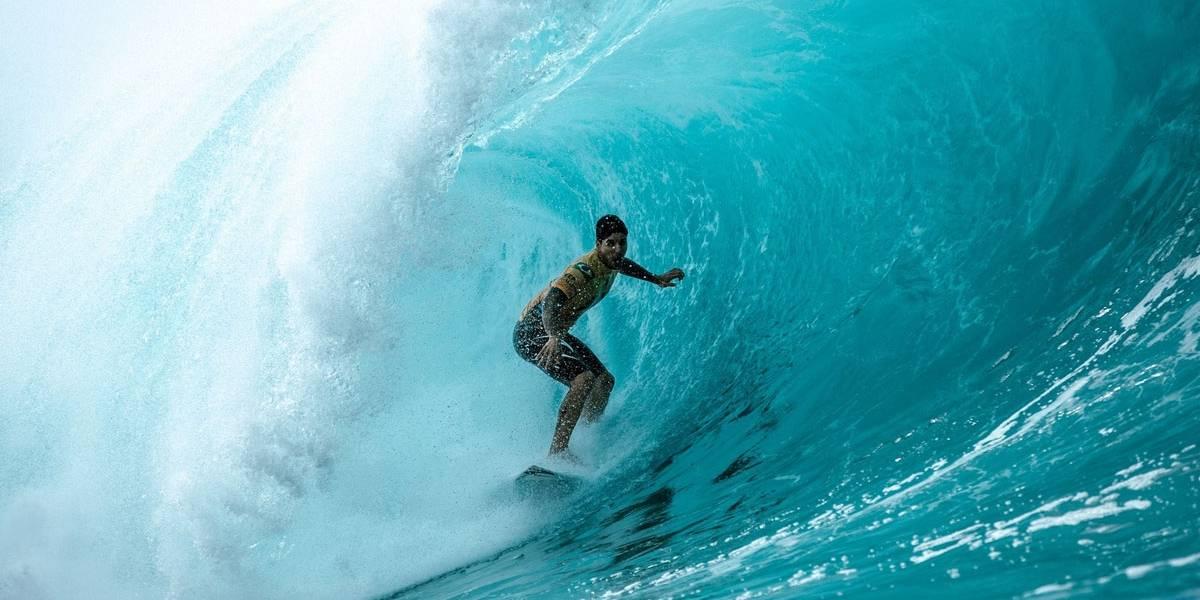 Gabriel Medina faz história e leva mais um título no  Circuito Mundial de Surfe